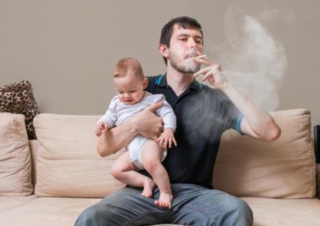 kouřící otec